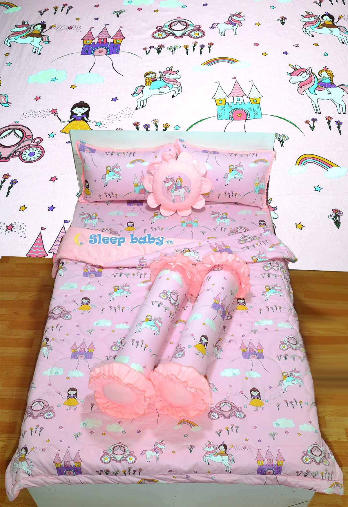 Chăn ga gối bé gái Hello Kitty chất liệu conton