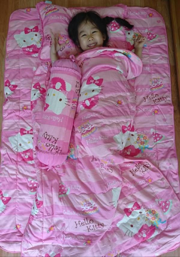 Chăn ga gối cho bé gái Sinh nhật Hello Kitty